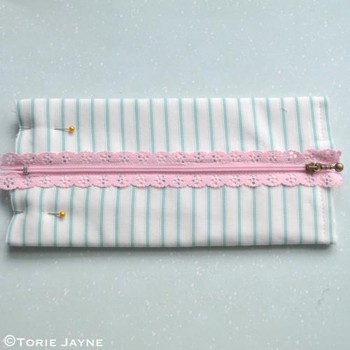 Lace Zip Pretty Pencil Case tutorial 7