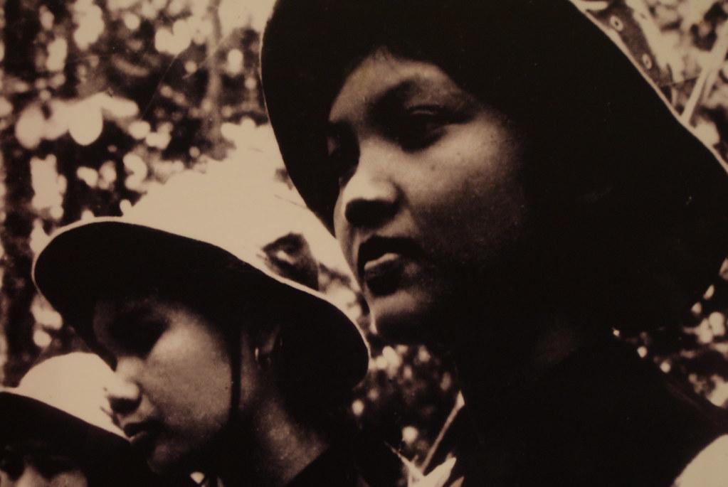 Portrait de résistante vietnamienne pendant la guerre d'indépendance du Vietnam - Musée de la femme d'Hanoi.