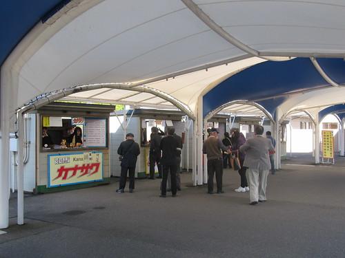 金沢競馬場の新聞スタンド