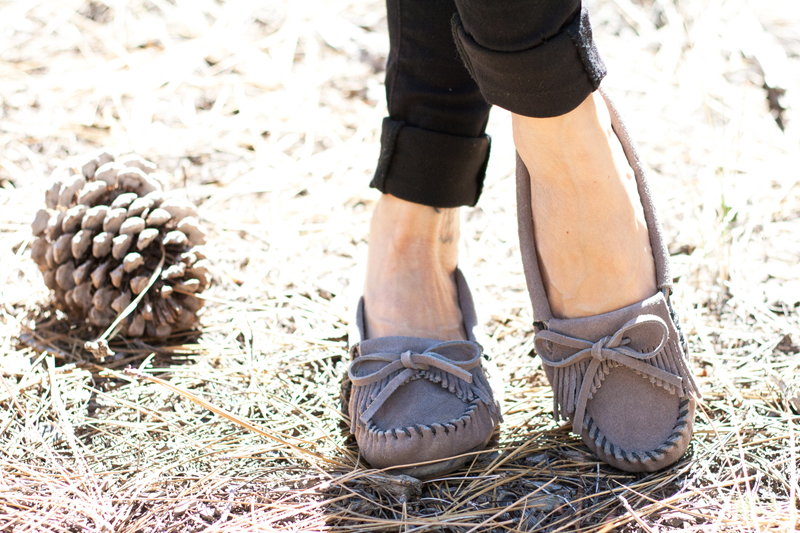 07-moccasin-fringe-suede-shoes-travel-style-fashion