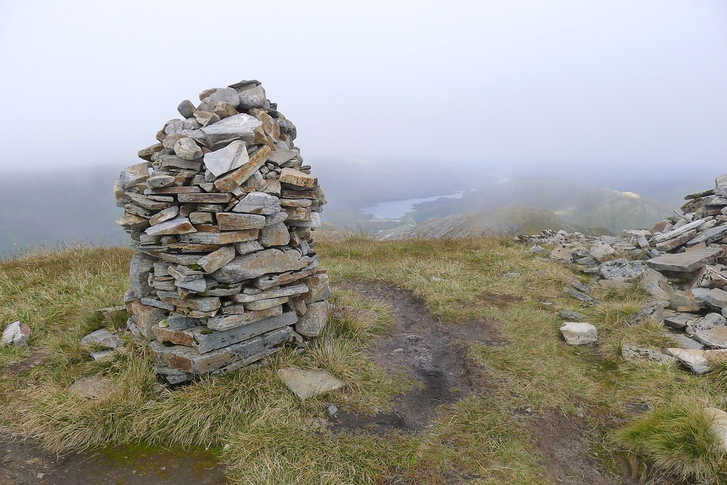 Summit cairn of Mullach Fraoch-choire