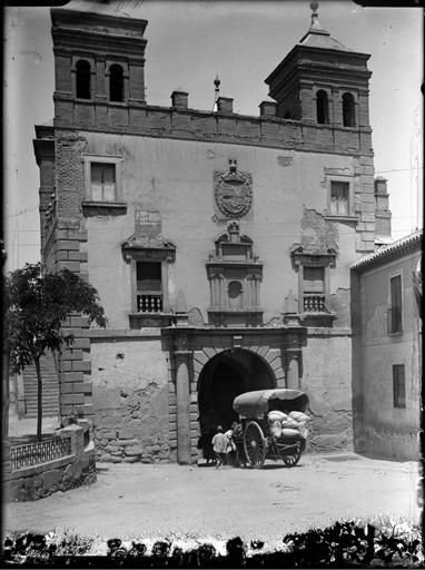 Puerta del Cambrón en Toledo hacia 1920. Fotografía de Enrique Guinea Maquíbar © Archivo Municipal de Vitoria-Gasteiz