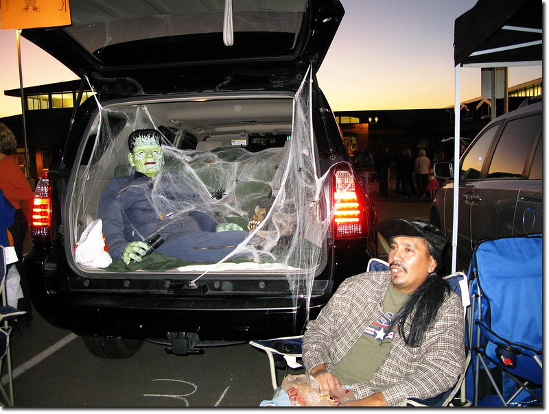 2008 trunk or treat halloween 11