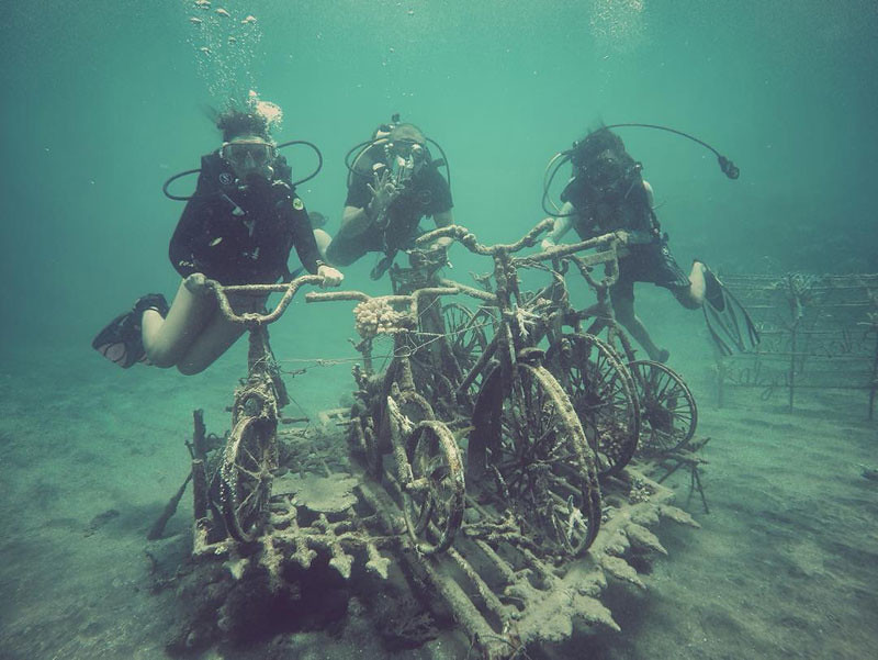 underwater-bike-via-leonislanders