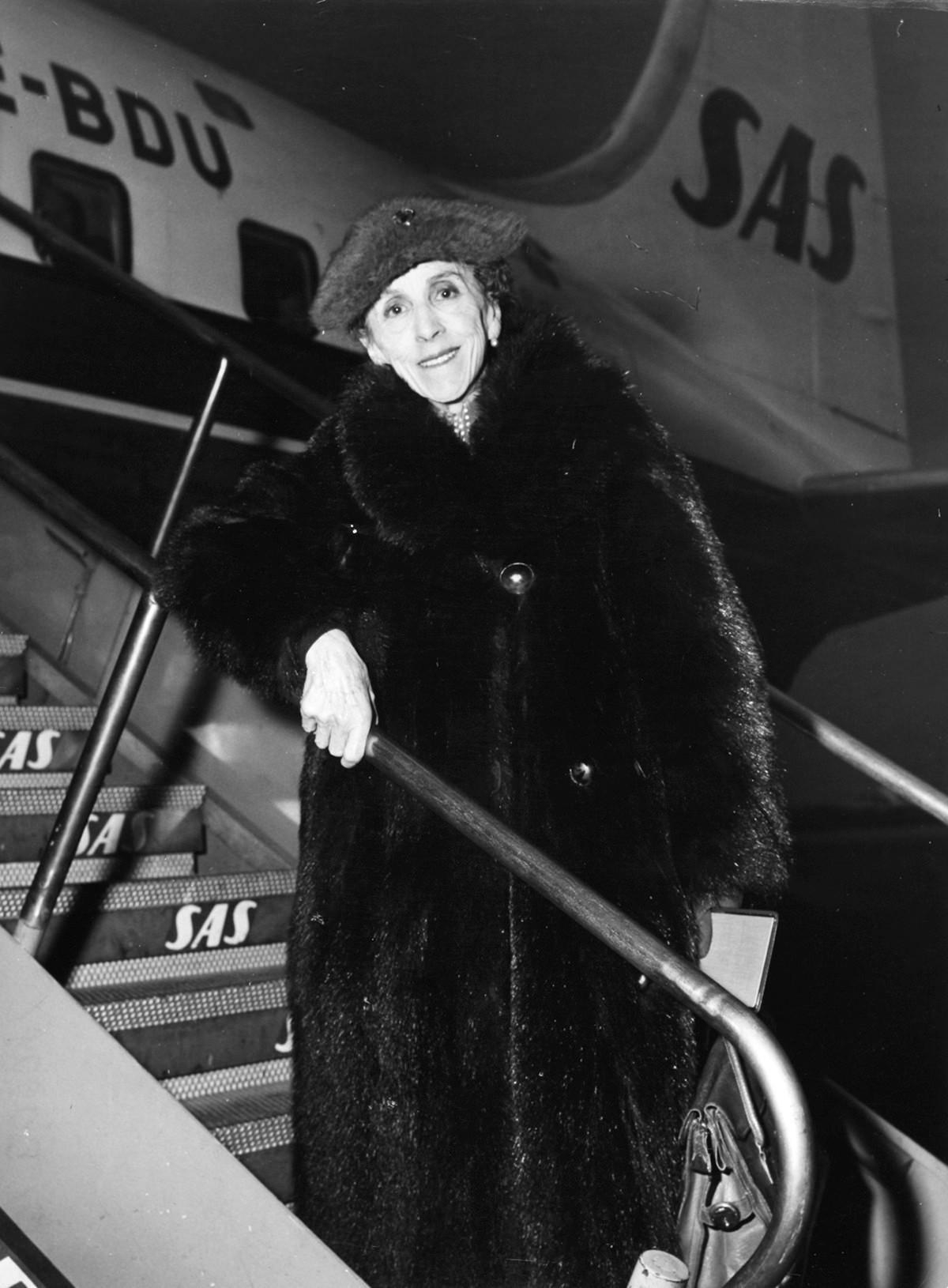 Baroness Karen Blixen-Finecke at Kastrup Airport CPH, Copenhagen 1957