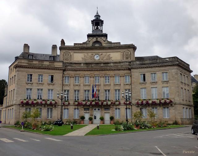 Featured medium photo of Alençon on TripHappy's travel guide