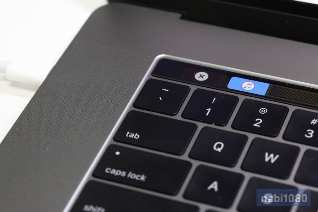 15インチ MacBook Pro(2016)14