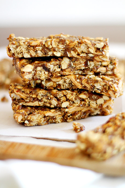 Apple and Peanut Butter Granola Bars | girlversusdough.com @girlversusdough #glutenfree #snack #recipe #granola #healthy