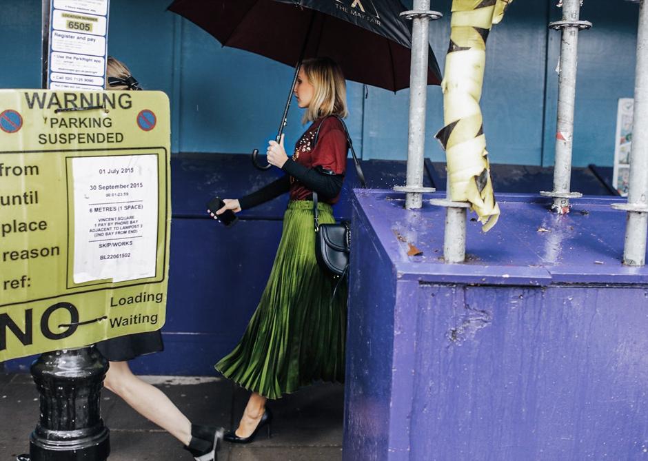 green-pleated-skirt-street-style