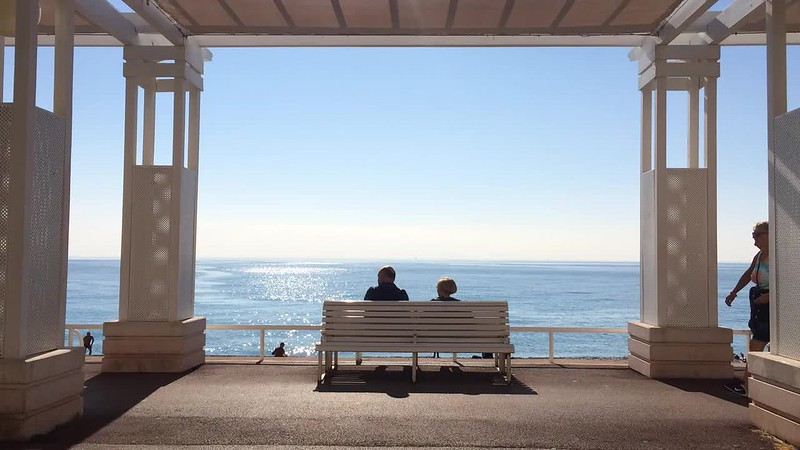 Passing the time in Promenade des Anglais.