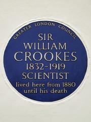 Photo of William Crookes blue plaque