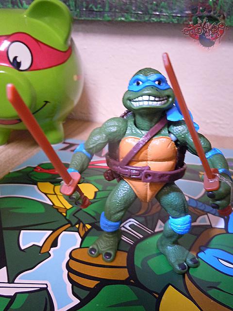 "Nickelodeon ""HISTORY OF TEENAGE MUTANT NINJA TURTLES"" FEATURING LEONARDO - 'MOVIE STAR' LEO vi / ..with Original MOVIE STAR Leo '92 belt on (( 2015 ))"