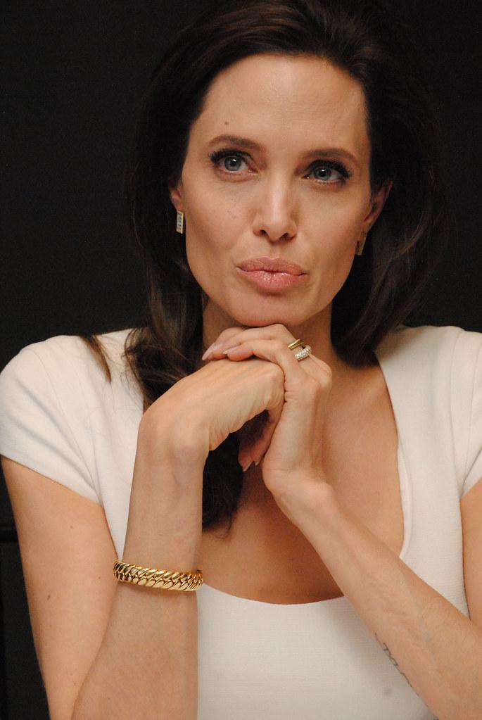 Анджелина Джоли — Пресс-конференция «Несломленный» 2014 – 95