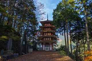 五重塔と平和の鐘