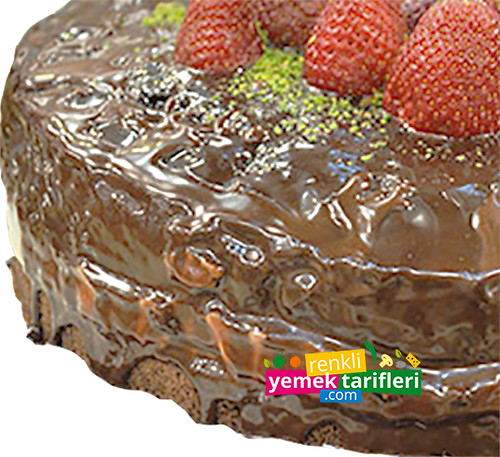 cikolata-soslu-cilekli-kek