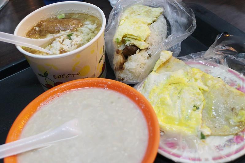 三重自強路米粉湯、海鮮粥【三重吃宵夜】自強路好吃米粉湯,還有超值海鮮粥,開到凌晨兩點