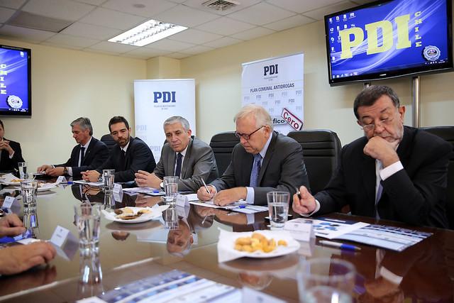 Ministro Burgos recibió cuenta de Plan Microtráfico Cero, que combate el tráfico en puntos de venta a nivel nacional | 13.11.15