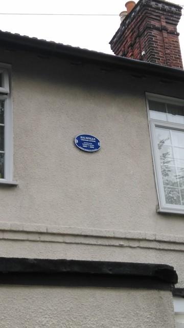 Photo of H. G. Wells black plaque
