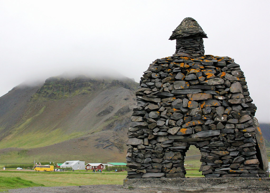 snaefellsnes-peninsula-bárður-snæfellsás-sculpture