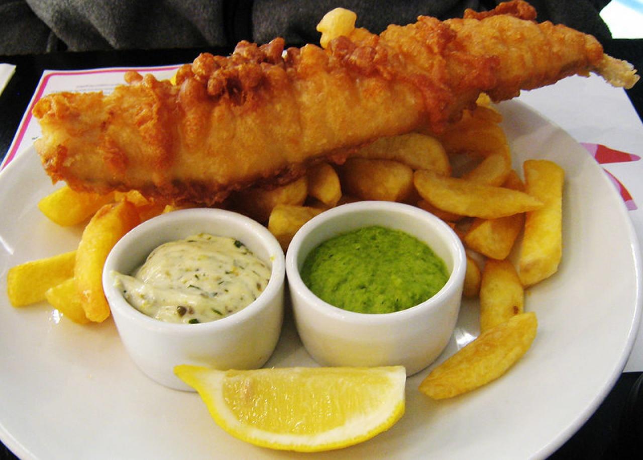Fish & Chips 是不少洋人律師的「碟頭飯」。(Charles Haynes/Wikipedia)