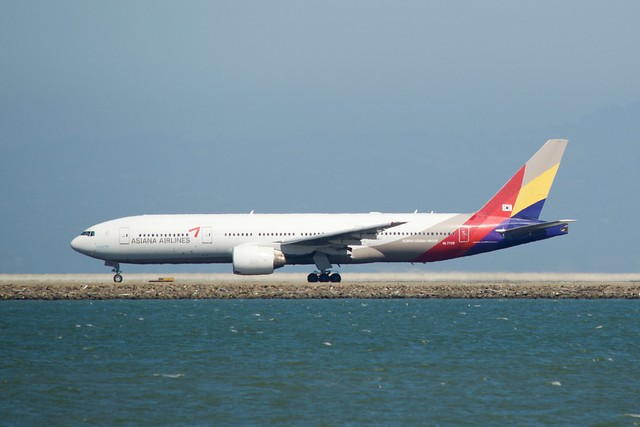 Asiana Airlines Boeing 777 -200 HL7739 takeoff runway 28 SFO DSC_0092