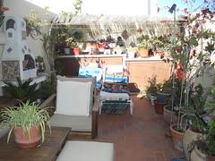 Fabulosa terraza muy soleada de unos 40 m2 aproximados muy bonita, con Barbacoa. Solicite más información a su inmobiliaria de confianza en Benidorm  www.inmobiliariabenidorm.com
