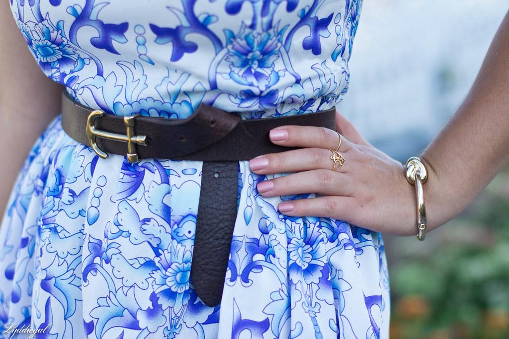 blue and white porcelain print dress, panama hat_-6.jpg
