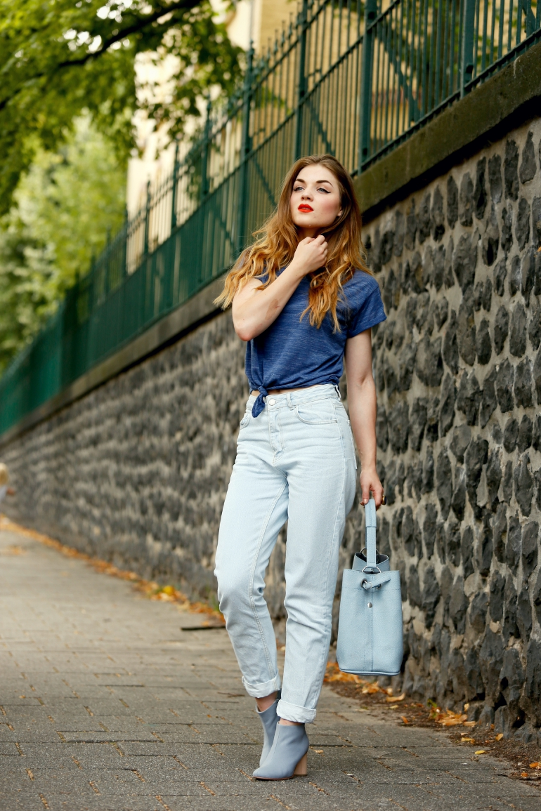 Blue Da Ba Dee, blue, blauw, cos, cos enkellaarzen, mom jeans, cropped top, cropped tee, stijl van jo, lichtblauw, fashion blogger, fashion is a party, oranje lipstick, my jewellery, zomeroutfit, september 2015