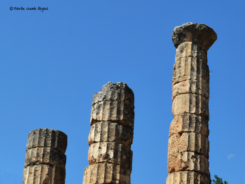 Columnas jónicas del templo o santuario de Apolo, dentro del conjunto arqueológico de Delfos