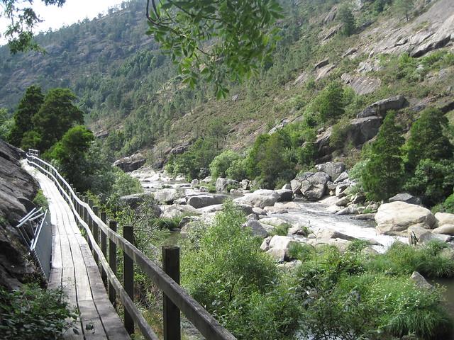 Pasarela en el área recreativa Central Hidroeléctrica del Tambre