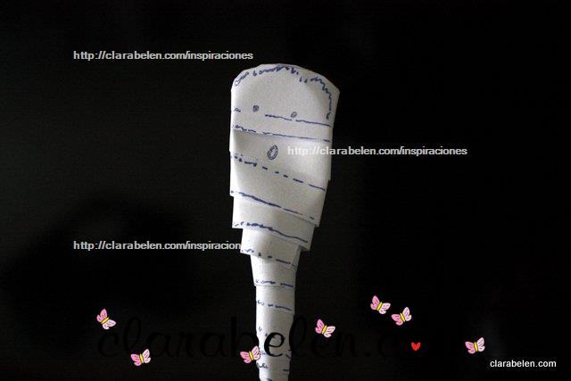 momia Halloween con cuchara y papel