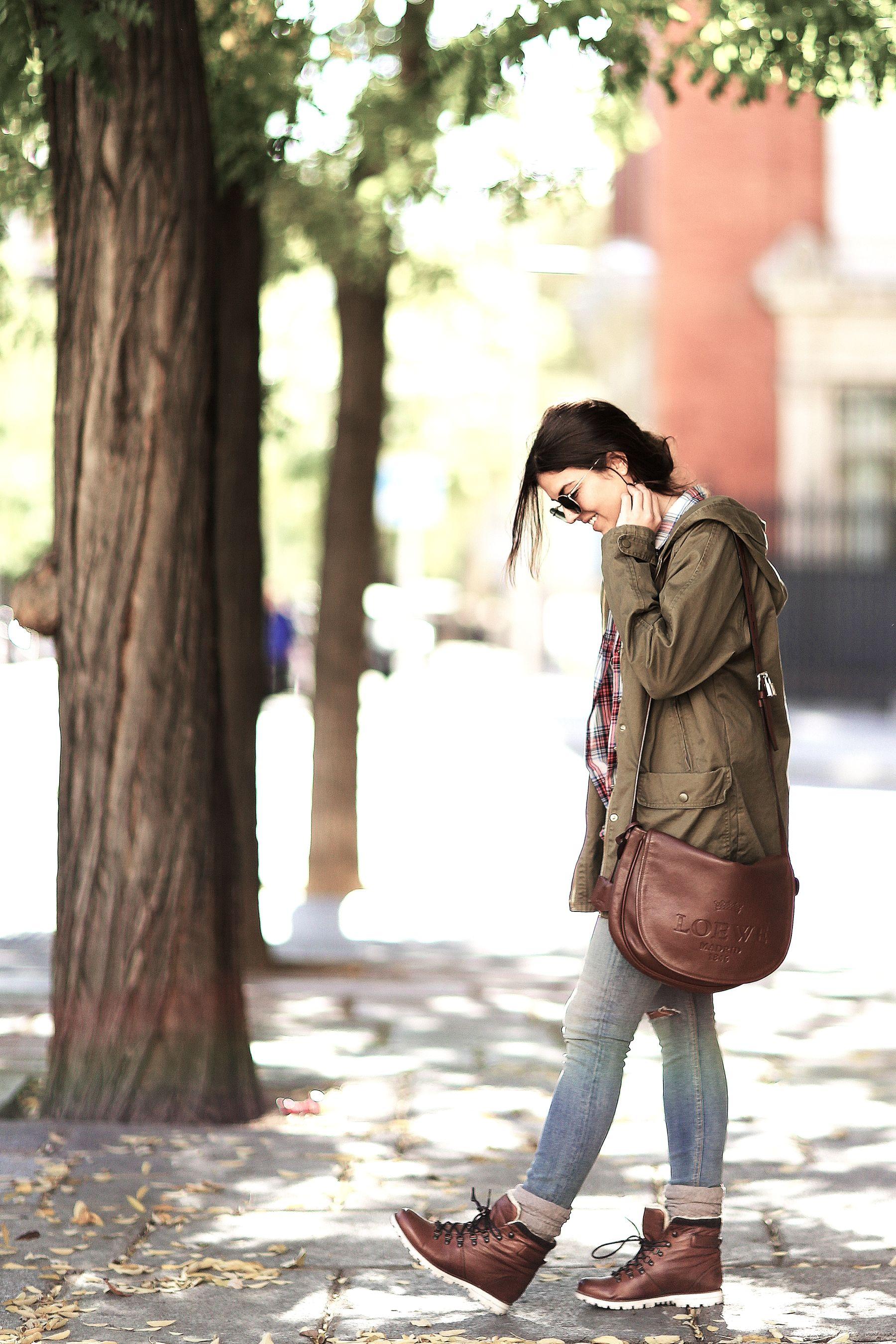 trendy-taste-look-outfit-street-style-trekking-tendencia-botas-parka-camisa-cuadros-plaid-shirt-fall-otoño-3