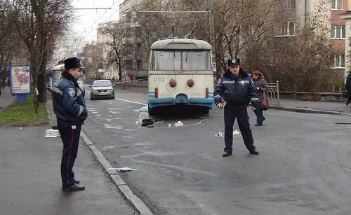 Тролейбус збив жінку