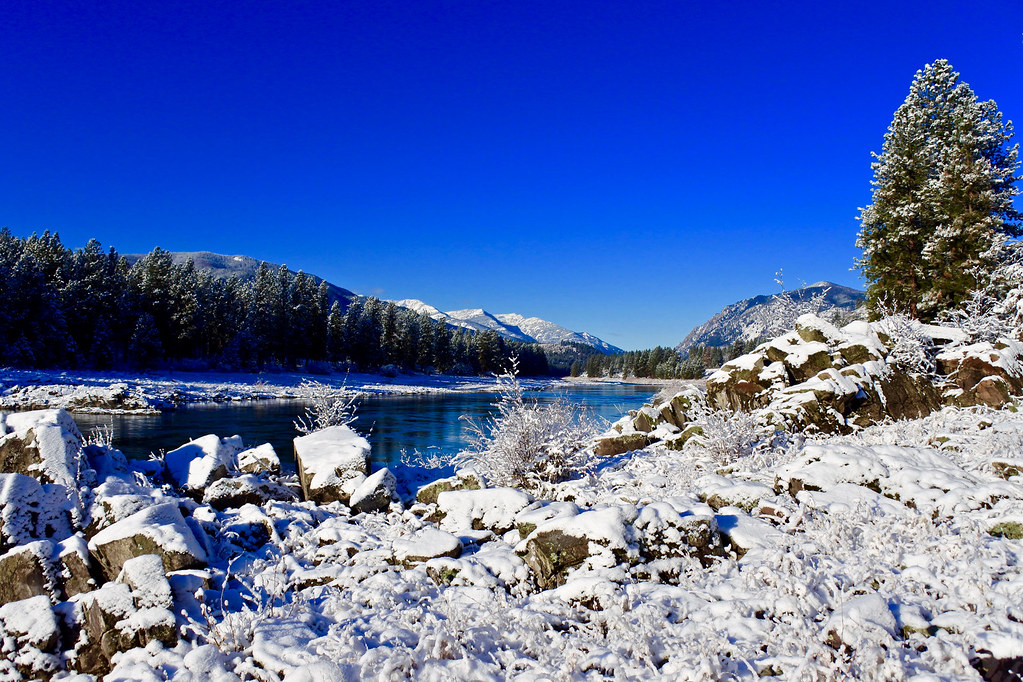 Snowy morning along the Clark Fork