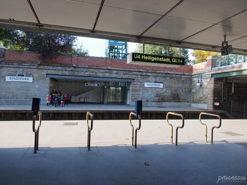 gate to subway