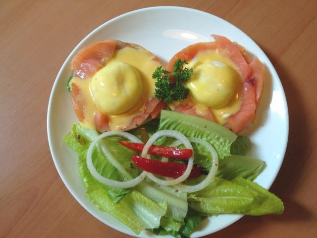pretz-n-beanz-egg-benedict