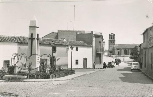 Aldea del Rey : Plaza D. Pablo Martín Romo y monumento a los Caídos