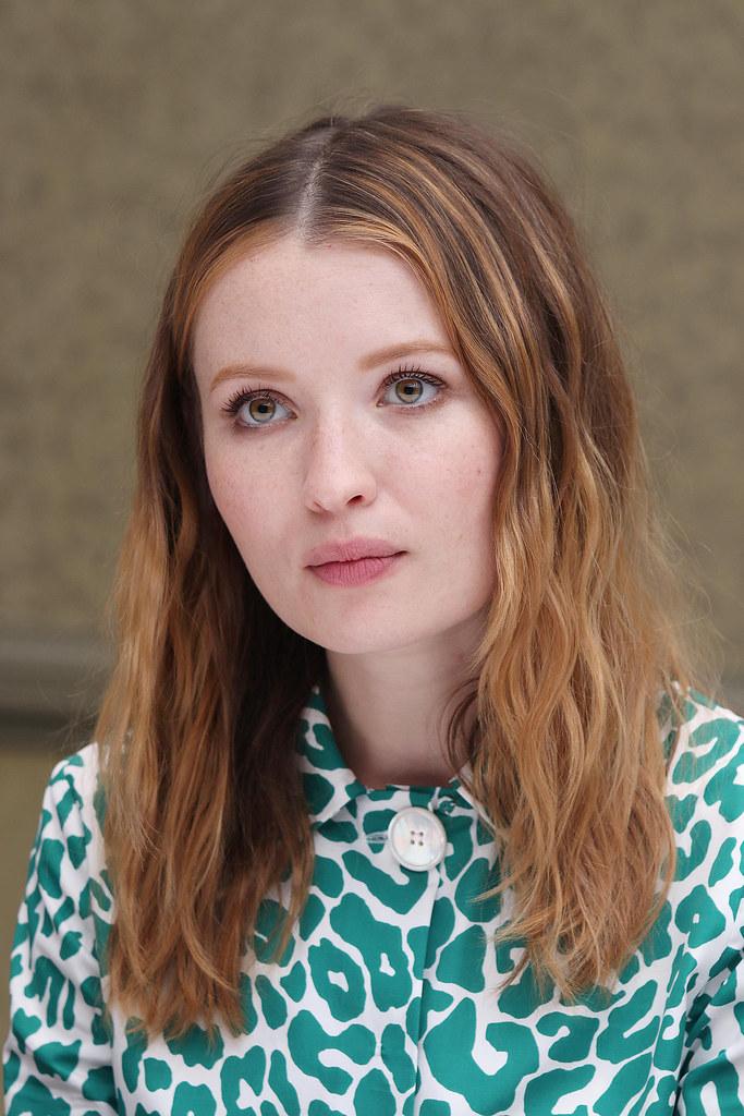 Эмили Браунинг — Пресс-конференция «Легенда» на «TIFF» 2015 – 20
