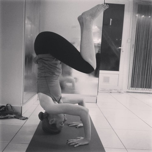 Headstand grâce à Alix Yoga