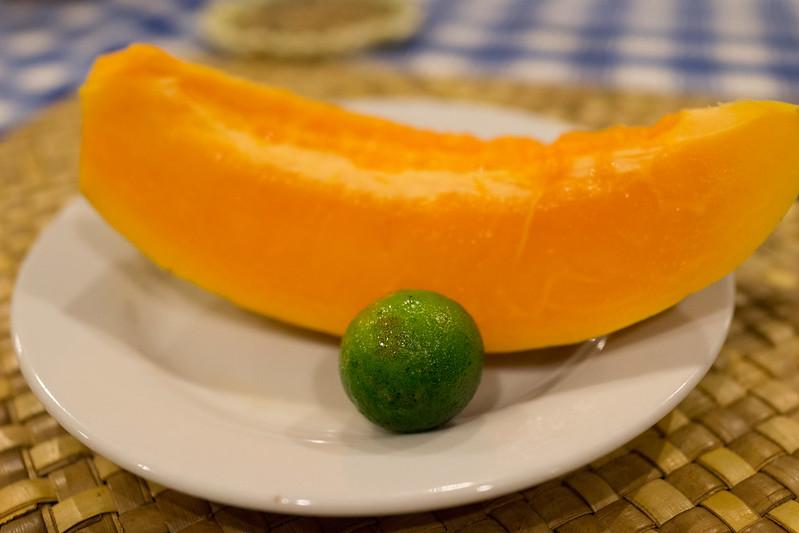 甜點:木瓜加金桔,當地吃法