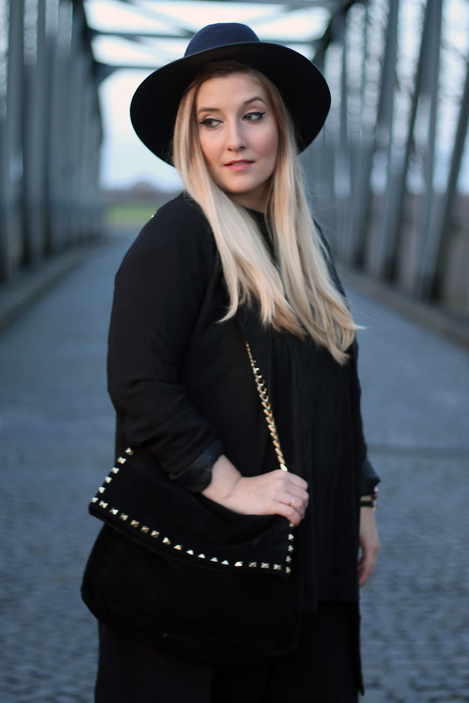 outfit-look-all-black-hut-blazer-modeblog-fashionblog
