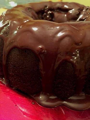 Chocolate glazed bundt cake | www.famfriendsfood