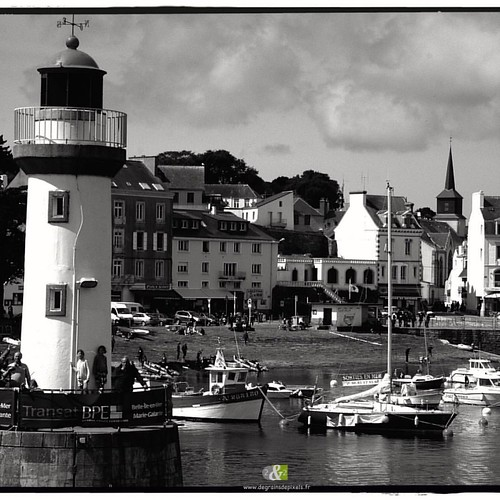 A L'OUEST|20/20| more : http://ow.ly/QWef304YPhV #Bw #britain #landscape #sea #fishingport #blackandwhite #noiretblanc #bretagne #paysage #mer #port #boat #bateau #phare #lighthouse
