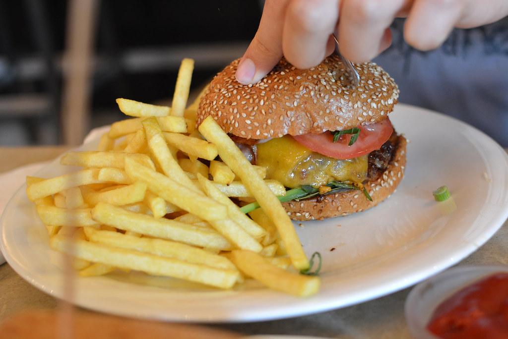CafeLeopold_Burger