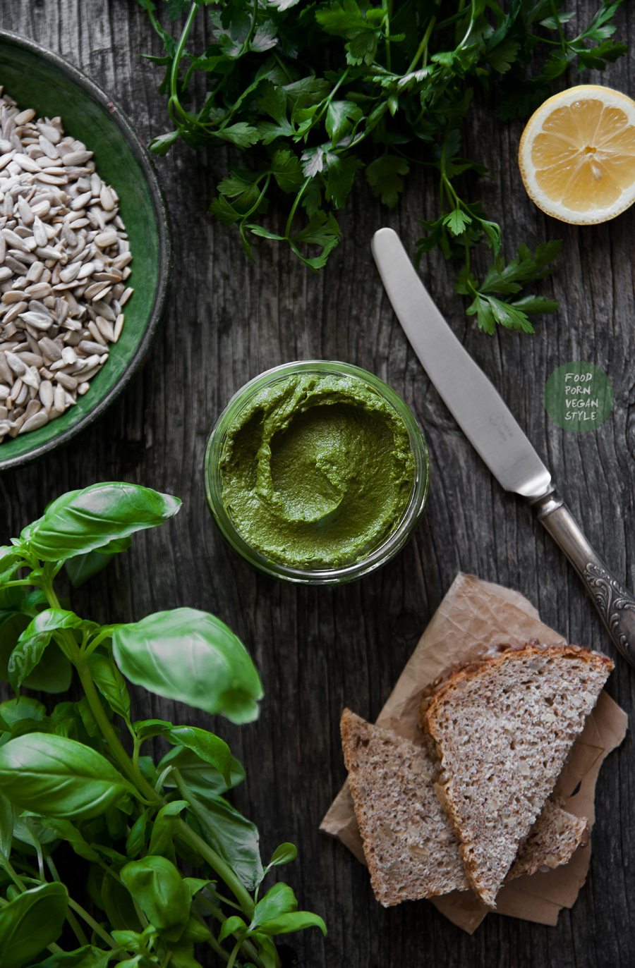 Basil-parsley pesto with sunflower seeds