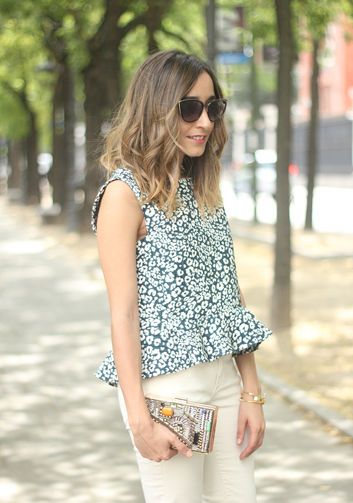 White Jeans Peplum Top Leopard Print Outfit black Heels 05