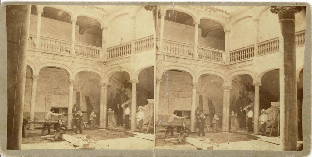 Patio del Palacio de Munárriz, hoy en París, hacia 1863. Fotografía estereoscópica de Pedroso y Leal. Colección de Luis Alba.