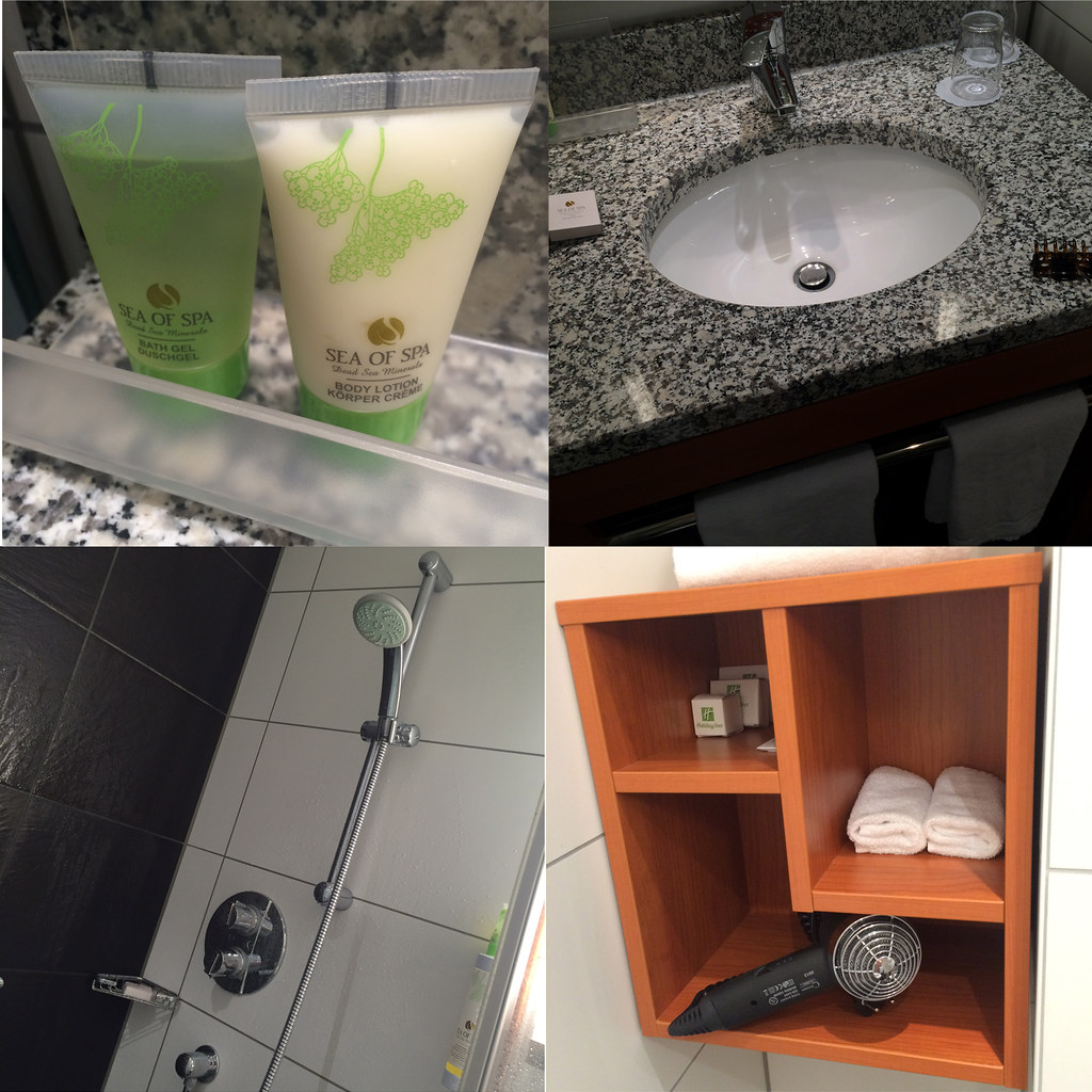 HolidayInn-bathroom