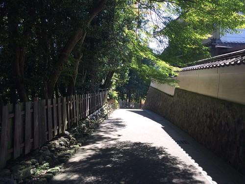 永保寺への道
