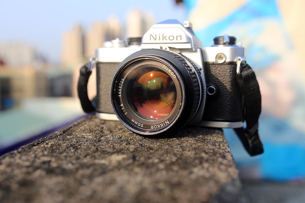 Nikon FM 2015/11/17 一個禮拜前從朋友手上接過這台 Nikon FM 第一代相機,拿去內湖的高昇攝影修理、整理,昨天拿回來了,和新的一台一樣!快門聲也變的好清脆!  唉唉,我真的瘋了!一直買一直拍!  Canon 6D Sigma 35mm F1.4 DG HSM Art IMG_8920 Photo by Toomore